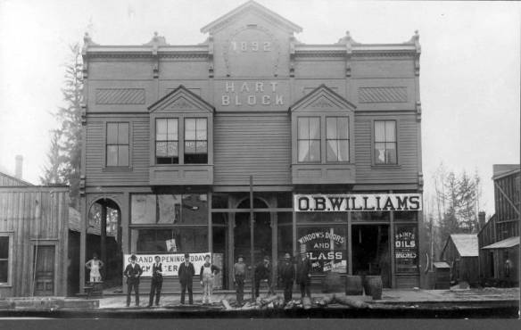 Hart_Block_on_east_end_of_Hewitt_Avenue_Everett_Washington