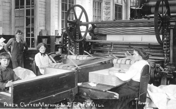 Historical photo of workers at Everett Pulp and Paper Company